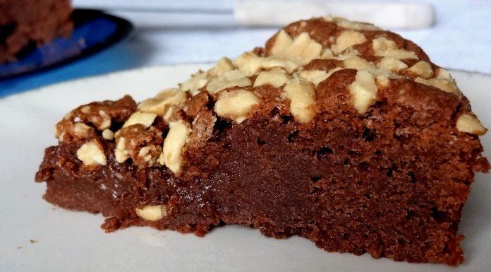 Gâteau chocolat au lait et cacahuètes grillées, salées