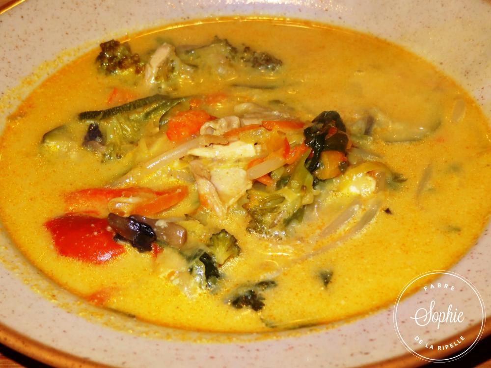 Soupe de poulet au lait de coco tha la tendresse en cuisine - Poulet au curry et lait de coco ...