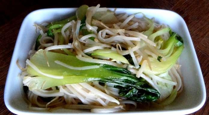 Nouilles de riz saut es au pak choi la tendresse en cuisine - Cuisson pak choi ...