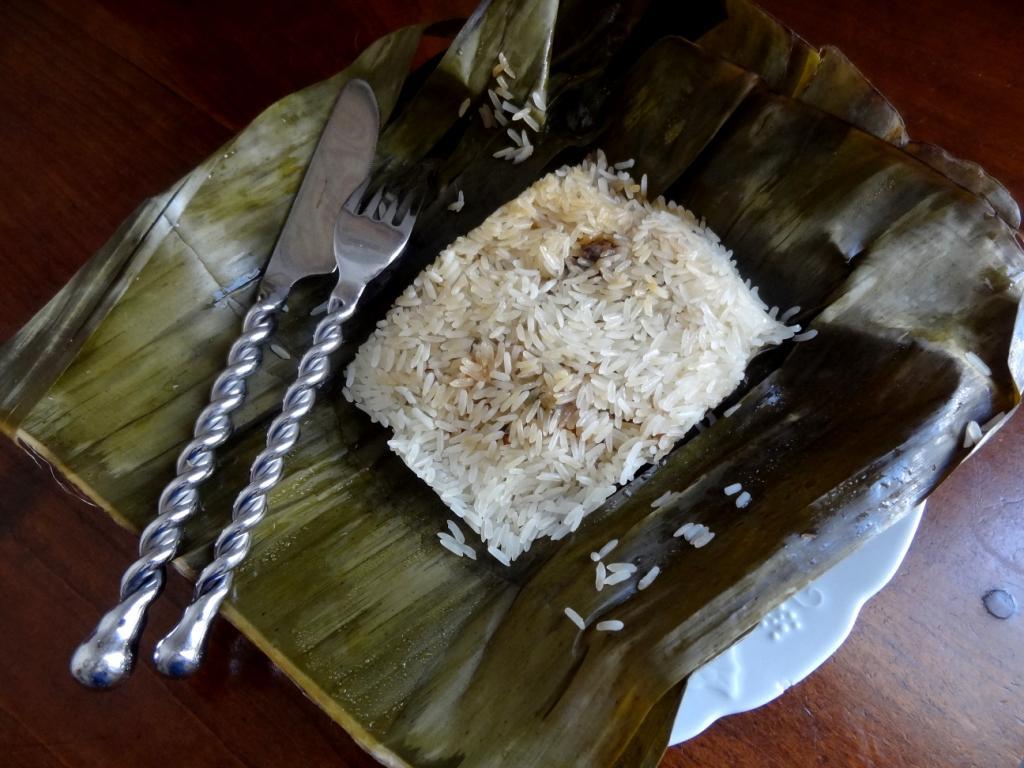 recette du riz gluant farci au saumon en feuilles de bananier. Black Bedroom Furniture Sets. Home Design Ideas