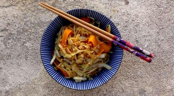 Wok de nouilles et légumes à l'asiatique 0