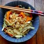 Wok de nouilles et légumes à l'asiatique