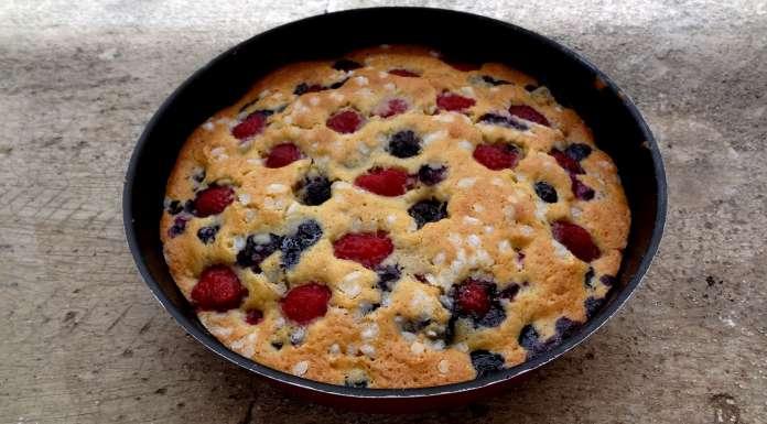 Gâteau tendre aux fruits rouges