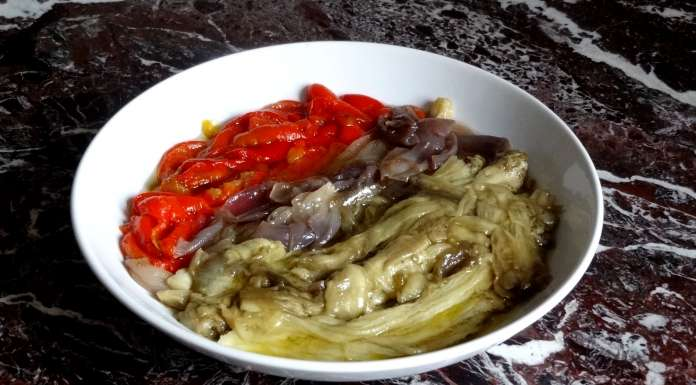 Salade d'aubergines poivrons oignons au four
