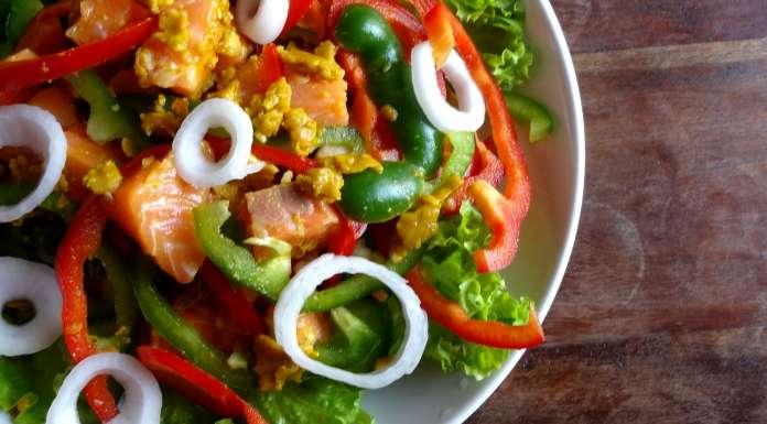 Salade de saumon au curry et huile de coco tahiti - Cuisiner saumon surgele ...