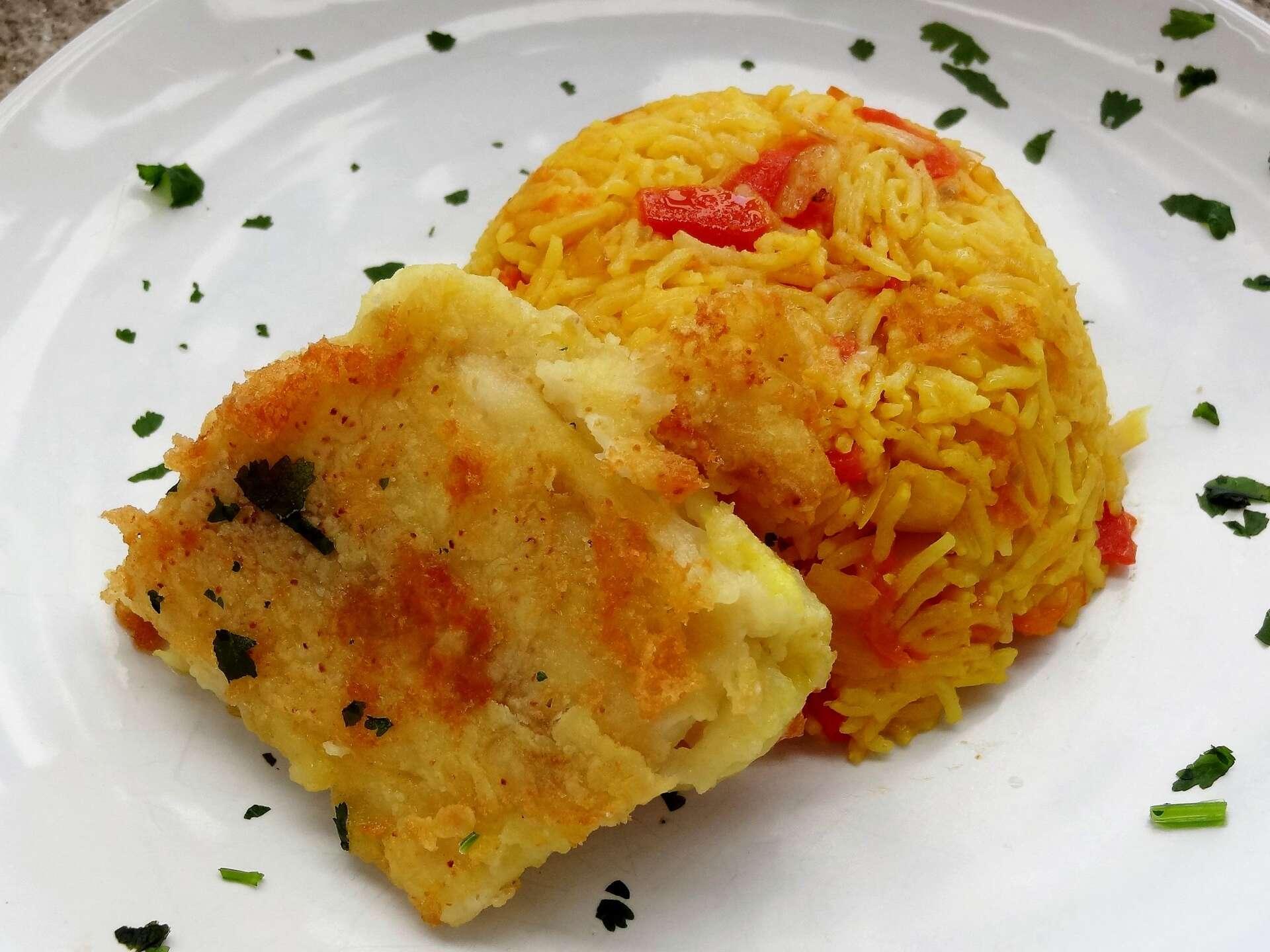 Riz oriental et poisson frit machboos qatar la for Poisson cuisine