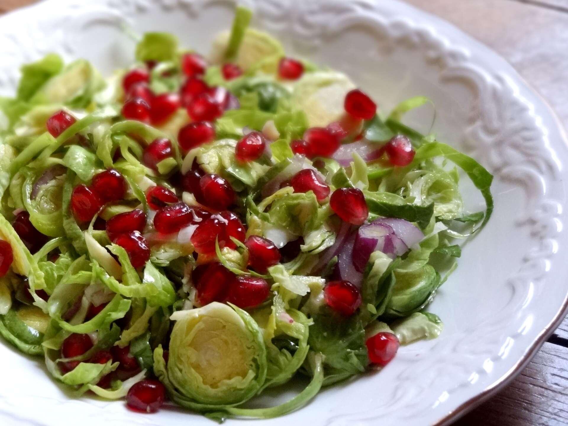 Salade de choux de bruxelles crus et grenade la tendresse en cuisine - Choux de bruxelles plantation ...