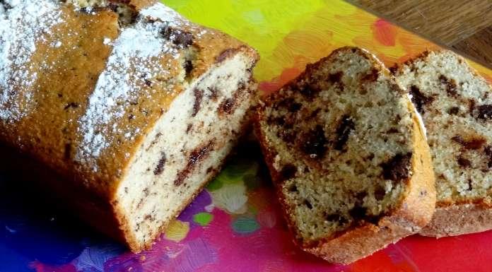 Gâteau aux amandes et chocolat haché