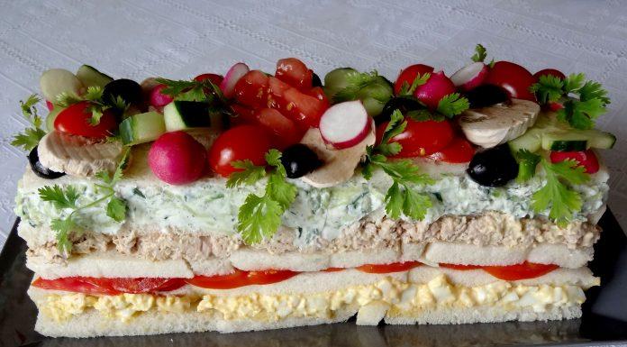 Nude sandwich cake